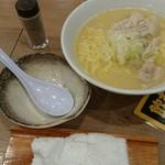 Toriyoshishouten - 鳥そば 味変は細引き黒胡椒で