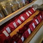 93024626 - 店内でコーヒーのバラ売りもされています。