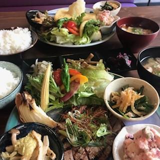 『京野菜とおばんざい』の体と心に優しい充実ランチ