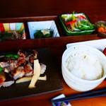 くつかけダイニング - 信州ハーブ鶏炭火焼3種の調味だれ御膳 2,400円