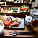くつかけダイニング - 旬の鮮魚刺身盛り合わせ御膳 2,400円