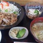 茶袴 - 豚しょうが焼き定食
