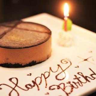 お誕生月はホールケーキが100円♪