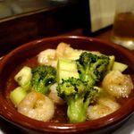 マンデイオフ - 海老と野菜のたっぷりアヒージョ