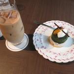 ピカケ - アイスロイヤルミルクティー、抹茶のテリーヌ