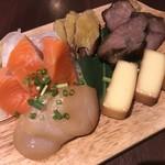 93036258 - 燻製 チーズ・ホタテ・ラム・さーもん・いぶりがっこ