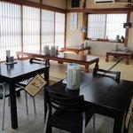 食堂 はせ川 - 店内は広い