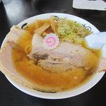 食堂 はせ川 - 醤油ラーメン チャーシュー半面盛り800円
