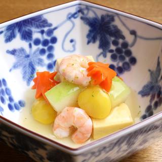 彩り豊かな京野菜は、旬にこだわり産地・京都から取り寄せ。