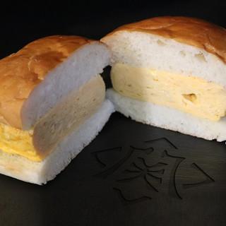 【お持ち帰りもはじめました】蕎麦屋のだし巻きサンド!