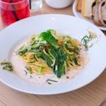 明太子と小松菜のしそ薫る豆乳クリームパスタ