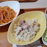 レストラン メモリー・ハウス - 料理写真:ランチ ナポリタンとチキンライス