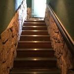 京ばし松輪 - 急な階段を下ります