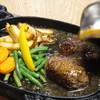 ステーキハウスロック - 料理写真:テーブルでソースをかけます