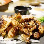 わらやき屋 四万十川 - 土佐はちきん地鶏もも肉~にんにく醤油わら焼き~1390円