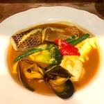 Bonne qúela - ボンクラのスペシャリテ 魚と海老、ムール貝、野菜たっぷりのブイヤベース