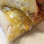 コメダ珈琲 - たっぷりたまごのピザトースト、中にたまごフィリングが挟んである!