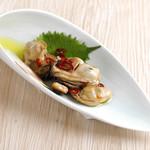 きみまち坂 - 牡蠣のオリーブオイル漬け。醤油とポン酢でさっぱり仕上げています。
