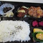 からあげ屋KUROMARU - 暫く店内で待つとくろまる弁当500円の出来上がりです。
