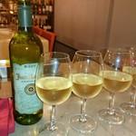 93065227 - スペイン産・白ワイン