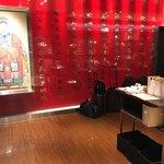 香港蒸龍 - 店の入り口。本格中華みたい