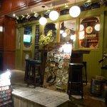 The AVERY'S IRISH PUB - お店の外観です。 一言、渋いですよね。 こんな感じのお店って大好きです。