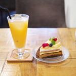 93072414 - 洋梨のタルト、グレープフルーツジュース