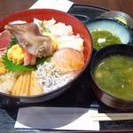 93075381 - 海女漁師二段仕込 スーパー海鮮丼1,940円(税込)