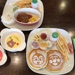 親子レストラン&バル 夙川マール - お子様メニューのハンバーグランチとアンパンマンパンケーキ✨