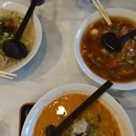 ファミリーらーめん華林 - 料理写真:左 華林ラーメン 手前 担々麺