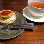 オクシモロン - いちじくのカスタードタルトと紅茶