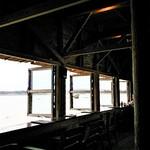 93081752 - テーブル席から見るカウンター越しの景色もなかなかでした。