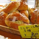 東京堂製パン屋 - ミニロール(ウインナー/焼きそば)各80円
