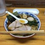 93096603 - ワンタン麺、870円。半熟煮玉子、100円。