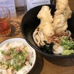 金沢製麺処 - 日替わり定食 730円 (イカと鶏肉の天ぷら 冷たいうどん チャーシューご飯)