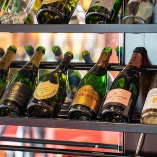 【お店全体に広がるワインセラー】こだわりのワインをお届け