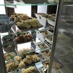 大衆食堂 山田屋 - ストッカー内は、揚げ物や煮物です(2018.9.21)