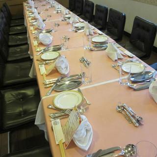 懇親会・歓送迎会・同窓会一列に出来るテーブルセッティング