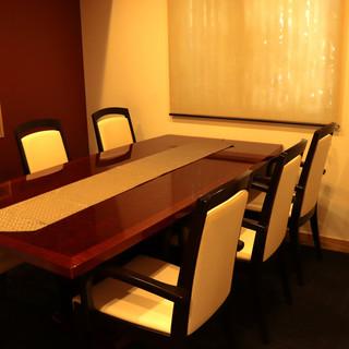 高級感漂う和の空間。落ち着きある【個室】は接待や冠婚葬祭に。