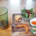 Eandopiwizuterasu - サラダとタパス3種