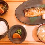 五穀 - 料理写真:一番安い鯖定食で880円は少し高い