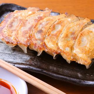 串料理を待つ間に♪丸寿ギョウザはいかがでしょうか??