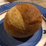 シェ コイワイ - バジルのパン