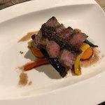 シェ コイワイ - 国産牛ロース肉ポワレ 赤ワインソース