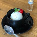 カフェ カフェッタ 梅ヶ丘 - みんな大好きバニラアイス