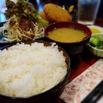 しゃちん房 - 料理写真:コロッケ定食