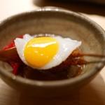 again - カレーハンバーグ 福神漬け&目玉焼き