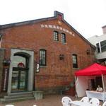 93119175 - 赤レンガ造りの建物は聖地巡礼の証。