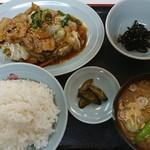 カネチャンラーメン - ニラ肉炒め定食 840円