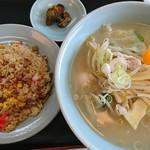 カネチャンラーメン - タンメン(野菜しお)740円、半チャーハン